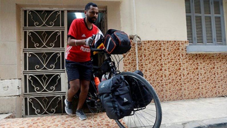 Болельщик из Египта отправился на Чемпионат мира – 2018 на велосипеде